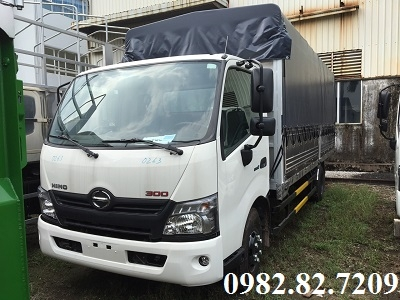 Giá xe tải hino 4,5 tấn XZU730 thùng bạt 5,7m