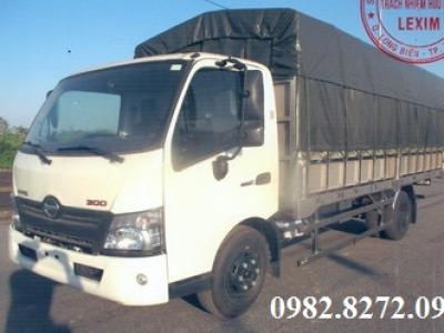 Giá xe tải hino 3,5 tấn thùng bạt XZU720